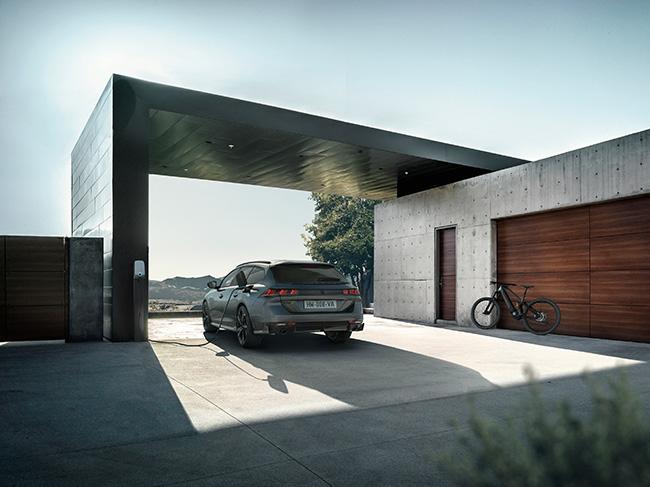 El vehículo combina deportividad y dinamismo, permitiendo un gran placer de conducción.