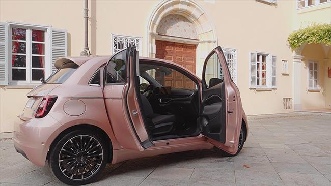 La tercera puerta del 500 3+1 permite un acceso sencillo y fácil al interior.