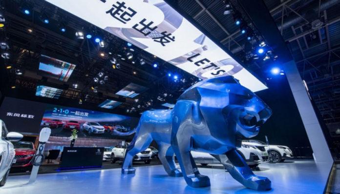 Stand de Peugeot en el Salón de Pekín 2020.