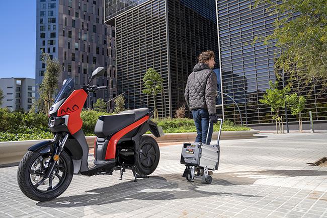 Uno de sus aspectos destacados, más allá de sus prestaciones, radica en la batería extraíble, que permite una recarga cómoda.
