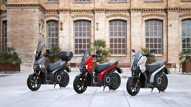 el eScooter ofrece un diseño elegante y deportivo, con tres opciones de color mate.