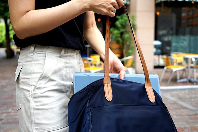 Sato quiso inventar algo que se pudiera llevar en una mochila y que resultara muy útil .