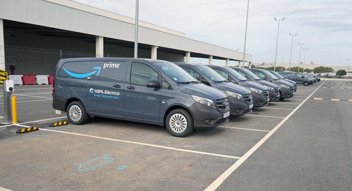 El acuerdo entre Mercedes y Amazon ha incorporado ya 60 furgonetas eléctricas a la flota de Sevilla para entregas de última milla.