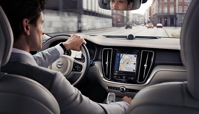 Los sistemas de navegación y de control por voz también son forman parte de la ayuda al conductor.