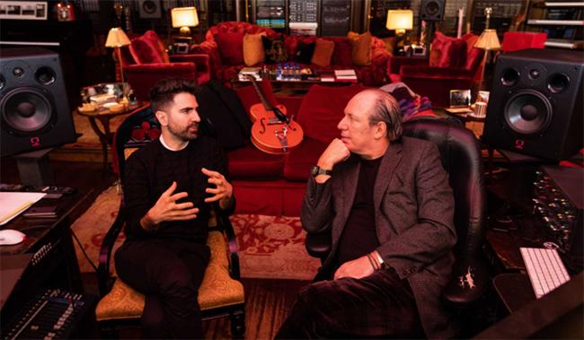 Hans Zimmer y el ingeniero de sonido de BMW Renzo Vitale.
