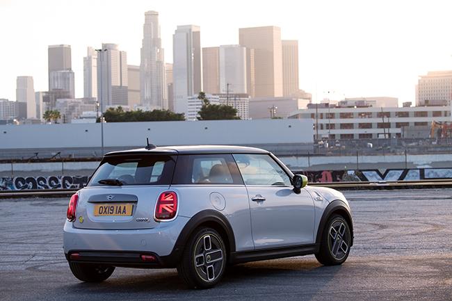 """El premio considera que es un modelo asequible, divertido de conducir e ideal para la vida """"cero emisiones"""" de la ciudad."""