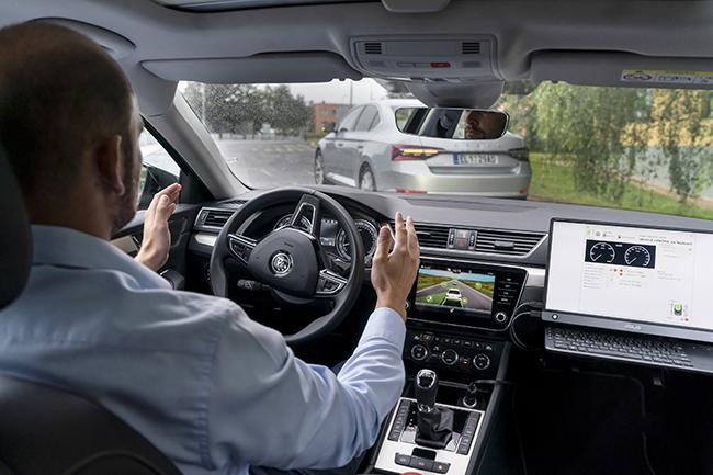 El proyecto desarrolla sistemas de conducción autónoma en convoy.