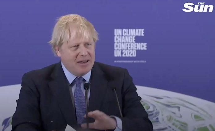 Boris Johnson anuncia el fin de los coches de combustión nuevos en Reino Unido. Foto: The Sun.