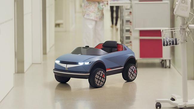 El mini-coche se utiliza para ayudar a los pequeños a acudir a sus sesiones diarias de tratamiento.