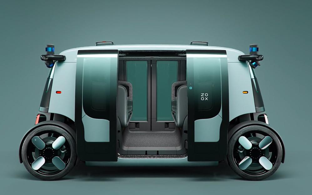 El interior muestra el estilo tipo carruaje que decíamos.