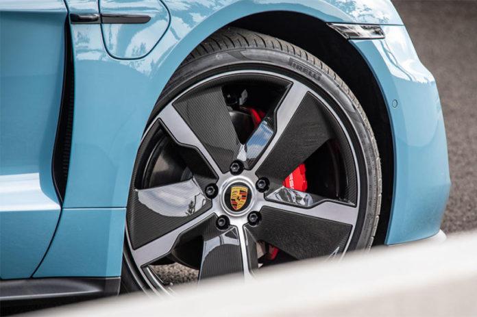 Neumático Pirelli para el Porsche Taycan. Foto: Autocar.