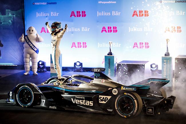 Nyck de Vries (NLD) Mercedes Benz EQ, 1st posición de la primera carrera.