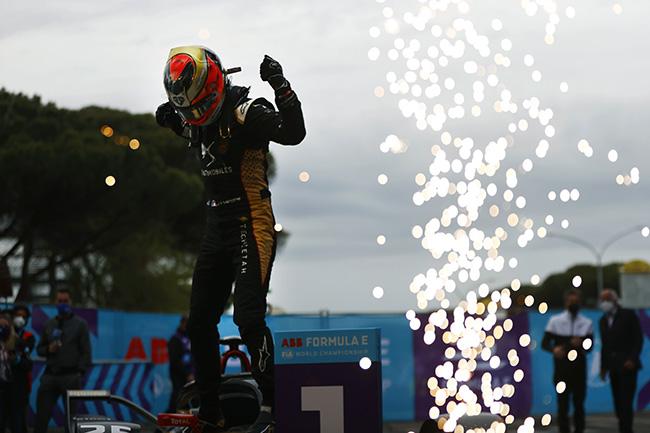 Jean-Eric Vergne (FRA), DS Techeetah, DS E-Tense FE21, ganador de la primera carrera de Roma.