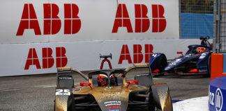 Jean-Eric Vergne (FRA), DS Techeetah, DS E-Tense FE21, y Robin Frijns (NLD), Envision Virgin Racing, Audi e-tron FE07.