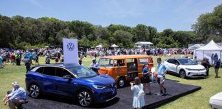 VW ID.4 y Elektrotransporter de 1979 en el show Amelia Island.