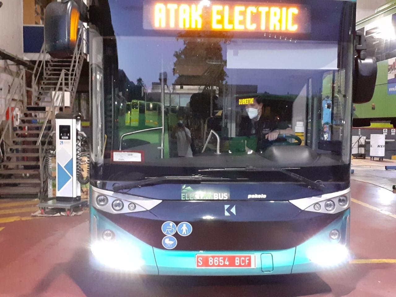 viaje en autobús eléctrico
