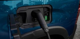Cargar un coche electrificado con placas solares según Peugeot