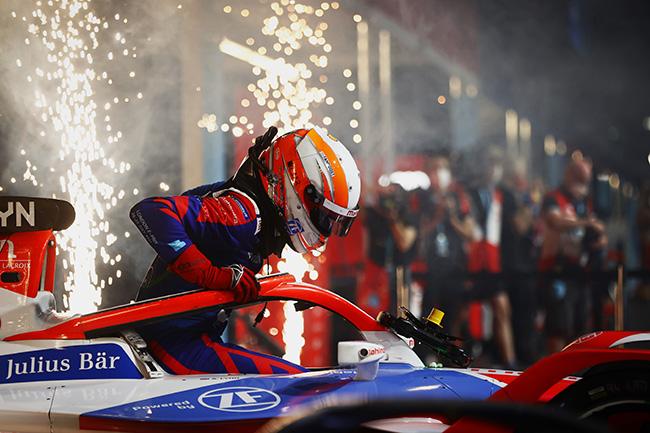 Alex Lynn (GBR), Mahindra Racing, se llevó la victoria en la carrera 13.