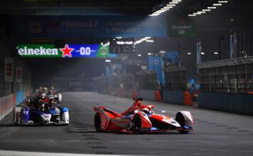 Alex Lynn (GBR), Mahindra Racing, y Jake Dennis (GBR), BMW I Andretti Motorsport, luchan por la victoria de la decimosegunda carrera.