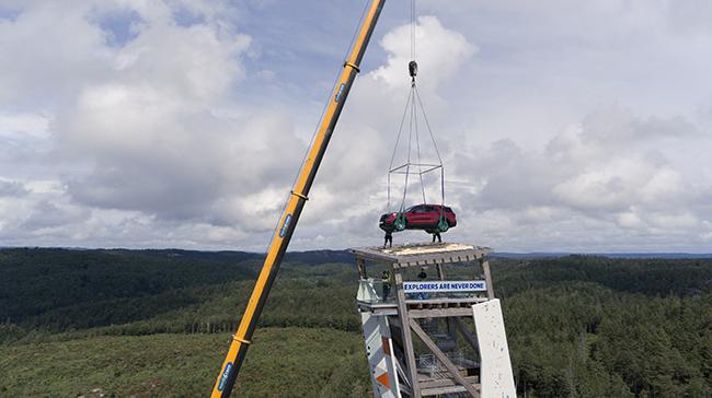 Ford Explorer sobre la torre OVER