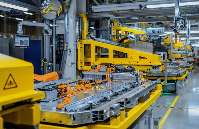 Mercedes-Benz acuerdo con GROB-WERKE