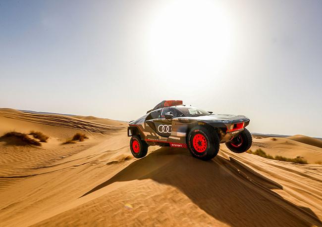 Audi RS Q e-tron en las dunas marroquíes.